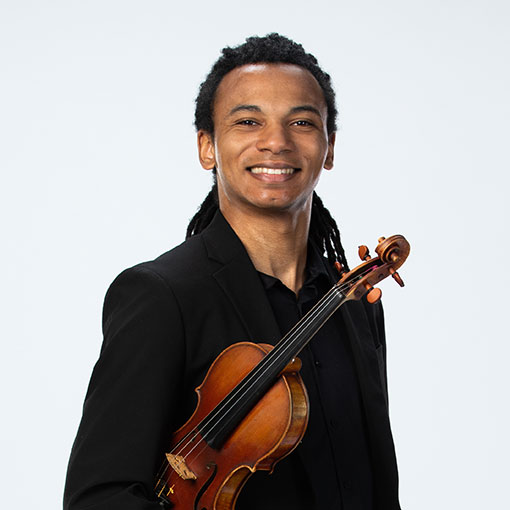 Headshot of violinist Jordan Curry