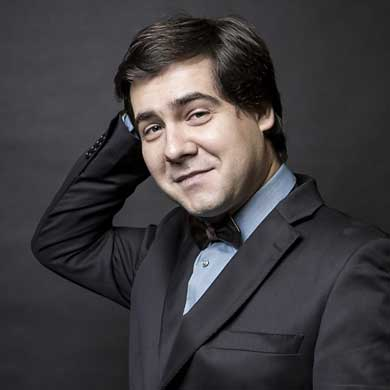 Head shot of pianist Vadym Kholodenko