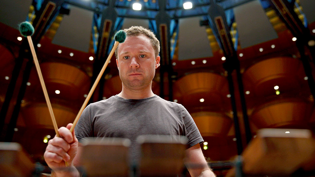 Colin Currie holding percussion mallets